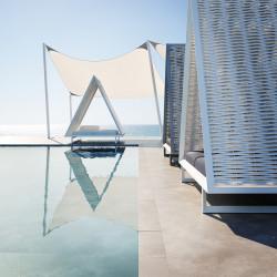 Lit de soleil design, Daybed Vineyard Vondom, avec toit tressé, matelas inclinable