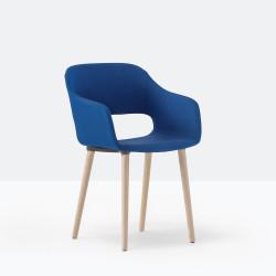 Fauteuil rembourré Babila Soft 2756, pieds bois, tissu bleu C122, catégorie C, Pedrali