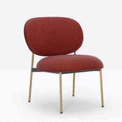 Petit fauteuil design confortable, Blume 2951, Pedrali, tissu Relate Kvadrat, rouge, structure laiton, 63x63xH76,5 cm